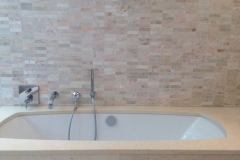 Mosaique 3x10 Kebdel nuancee baignoire Thala beige